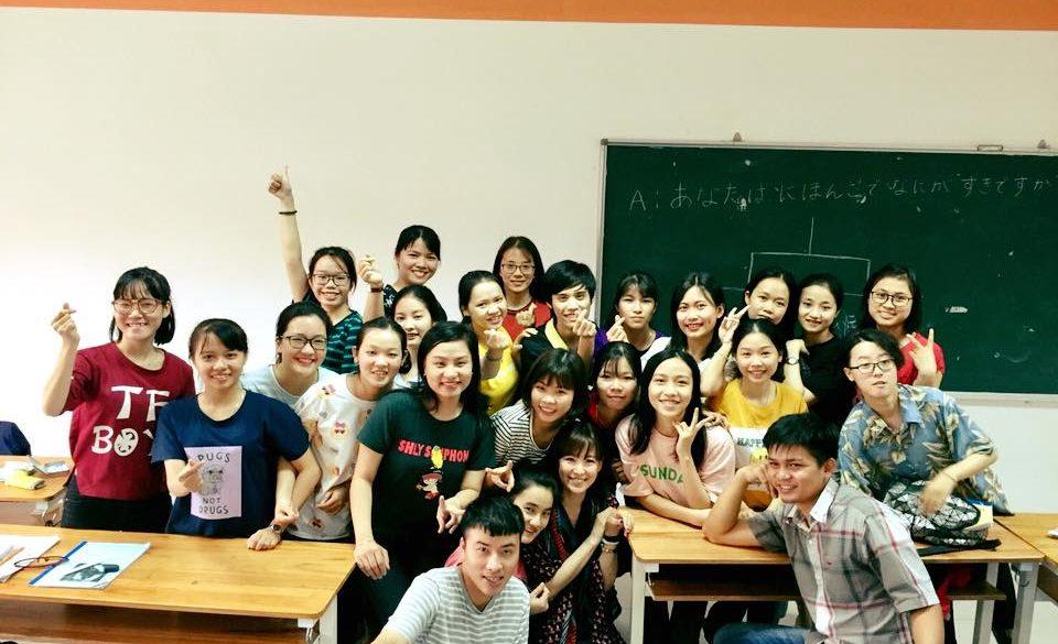 代表谷本が講師を務めるベトナムの大学での授業開始!のアイキャッチ画像